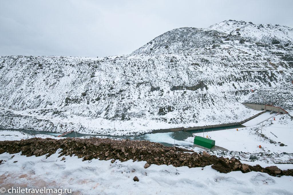 Горное водохранилище в Андах Чили17